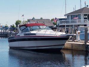 Used Wellcraft 32 ST. Topez Express Cruiser Boat For Sale