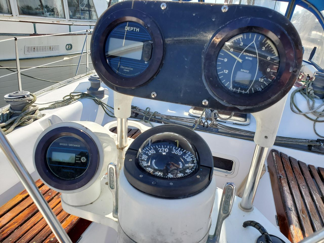 1986 Used Hunter 40 Cruiser Sailboat For Sale - $33,000