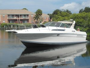 Used Wellcraft 3200 ST. Tropez Express Cruiser Boat For Sale