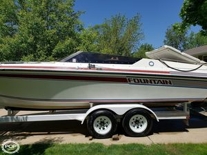 Used Fountain FEVER 27 SE High Performance Boat For Sale