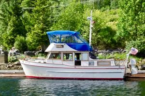 Used Universal Marine Tri-Cabin Flybridge Boat For Sale