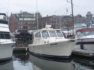 Used Mainship Pilot 30 Sedan Express Cruiser Boat For Sale