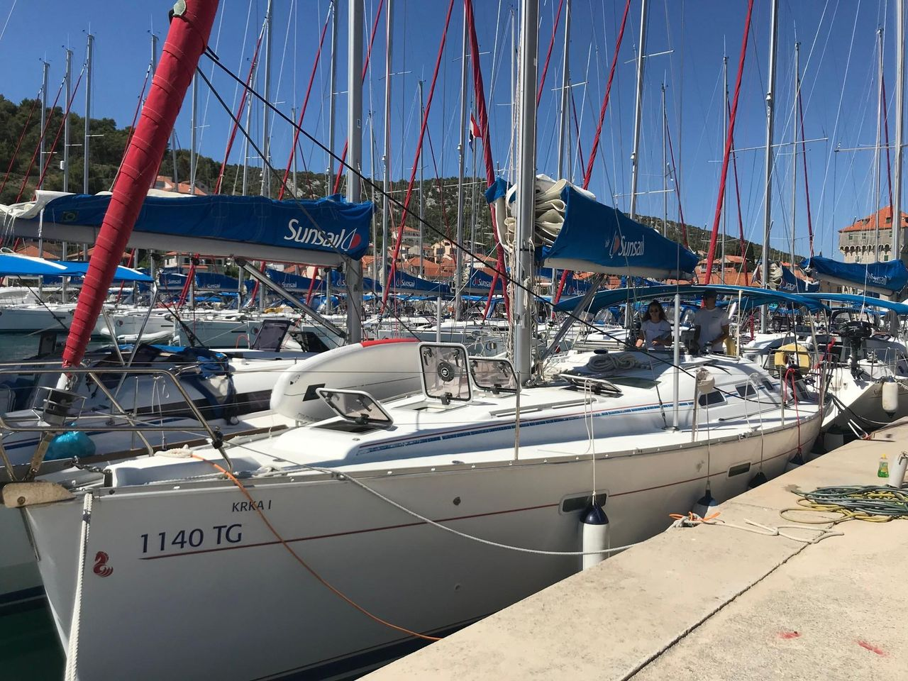 2006 Used Beneteau Oceanis Clipper 393 Cruiser Sailboat For Sale