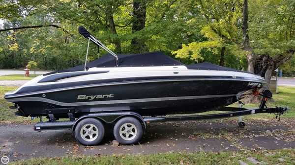 Used Bryant 220 BR Bowrider Boat For Sale