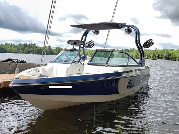 Used Nautique Super Air 210 Ski and Wakeboard Boat For Sale