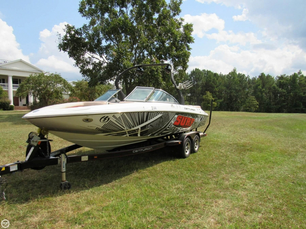 Used Centurion 230 SV ENZO Ski and Wakeboard Boat For Sale