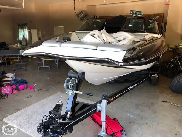 Used Supreme S21 Surf Ski and Wakeboard Boat For Sale
