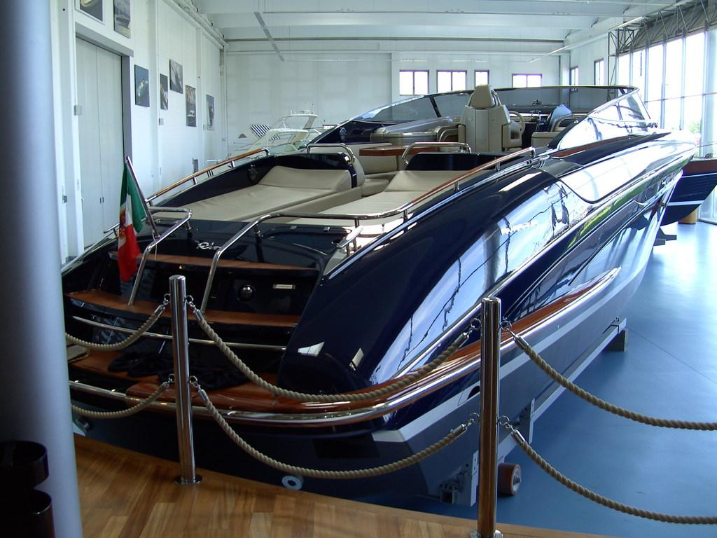 2004 used riva rivarama express cruiser boat for sale. Black Bedroom Furniture Sets. Home Design Ideas