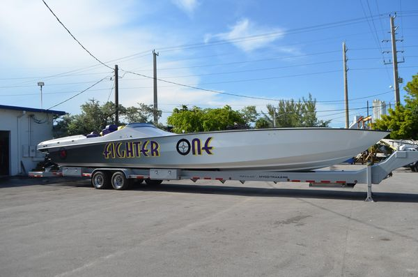 Used Apache 47 High Performance Boat For Sale