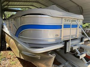 Used Sylvan Mirage 8520 Cruise and Fish Pontoon Boat For Sale
