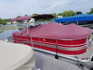 Used Sylvan Mirage Cruise 8522 LZ Pontoon Boat For Sale