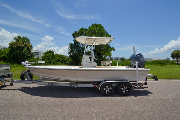 Used Pathfinder 2200 V Saltwater Fishing Boat For Sale