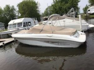 Used Caravelle 240 BR Bowrider Boat For Sale