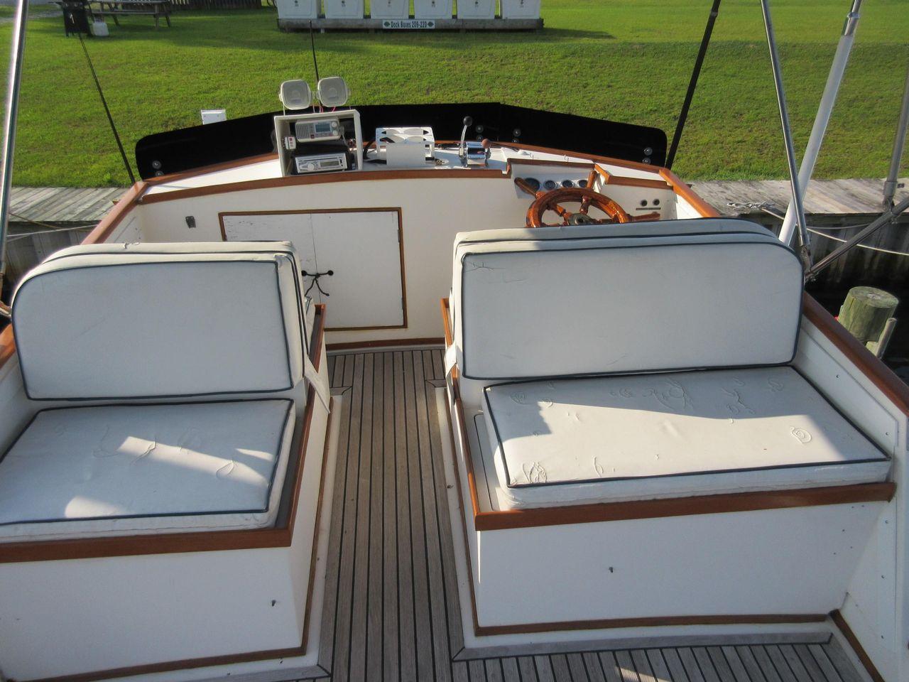 1980 Used Grand Banks 32 Sedan Trawler Boat For Sale