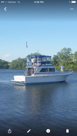 Used Uniflite Sport Sedan Sports Cruiser Boat For Sale