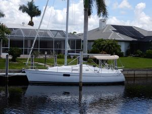 Used Beneteau Oceanis 321 Cruiser Sailboat For Sale