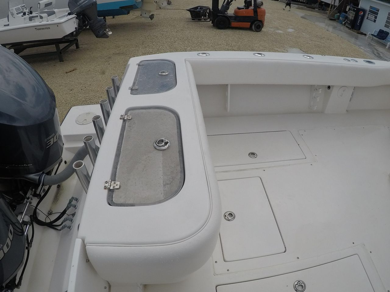 2003 Used Contender 31 Fish Around Center Console Fishing