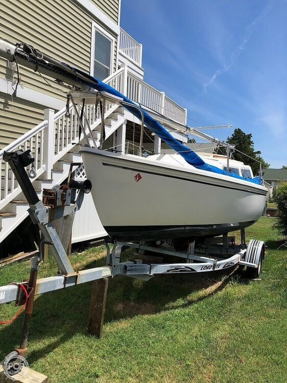 1981 Used Catalina 22 Sloop Sailboat For Sale - $7,495