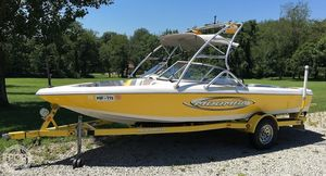 Used Moomba 20 - Outback LS Ski and Wakeboard Boat For Sale
