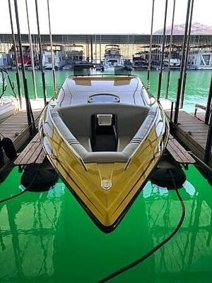 Used Advantage 32 Victory BR Bowrider Boat For Sale