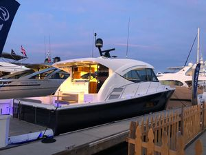 New Riviera 525 SUV525 SUV Motor Yacht For Sale