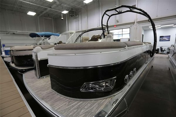 Used Tahoe Versatile Rear LoungerVersatile Rear Lounger Pontoon Boat For Sale