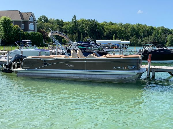 Used Tahoe Cascade Quad LoungerCascade Quad Lounger Pontoon Boat For Sale