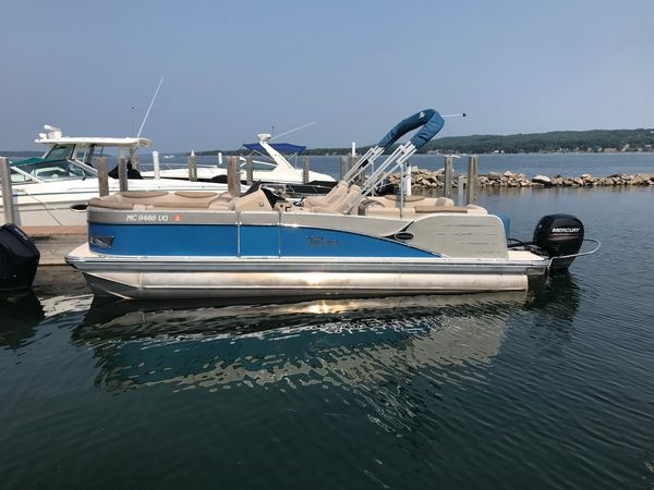 Used Tahoe Quad LoungerQuad Lounger Pontoon Boat For Sale
