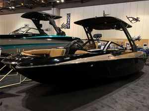 New Malibu WAKE SETTERWAKE SETTER Ski and Wakeboard Boat For Sale