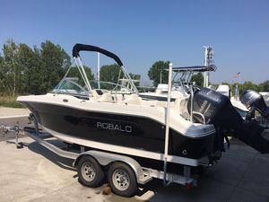 Used Robalo R207 Dual Console High Performance Boat For Sale