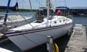Used Hunter Deep Keel Racer and Cruiser Sailboat For Sale
