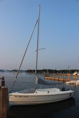 Used Marlow-Hunter 18 Daysailer Sailboat For Sale