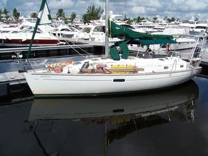 Used Beneteau Oceanis CC Racer and Cruiser Sailboat For Sale