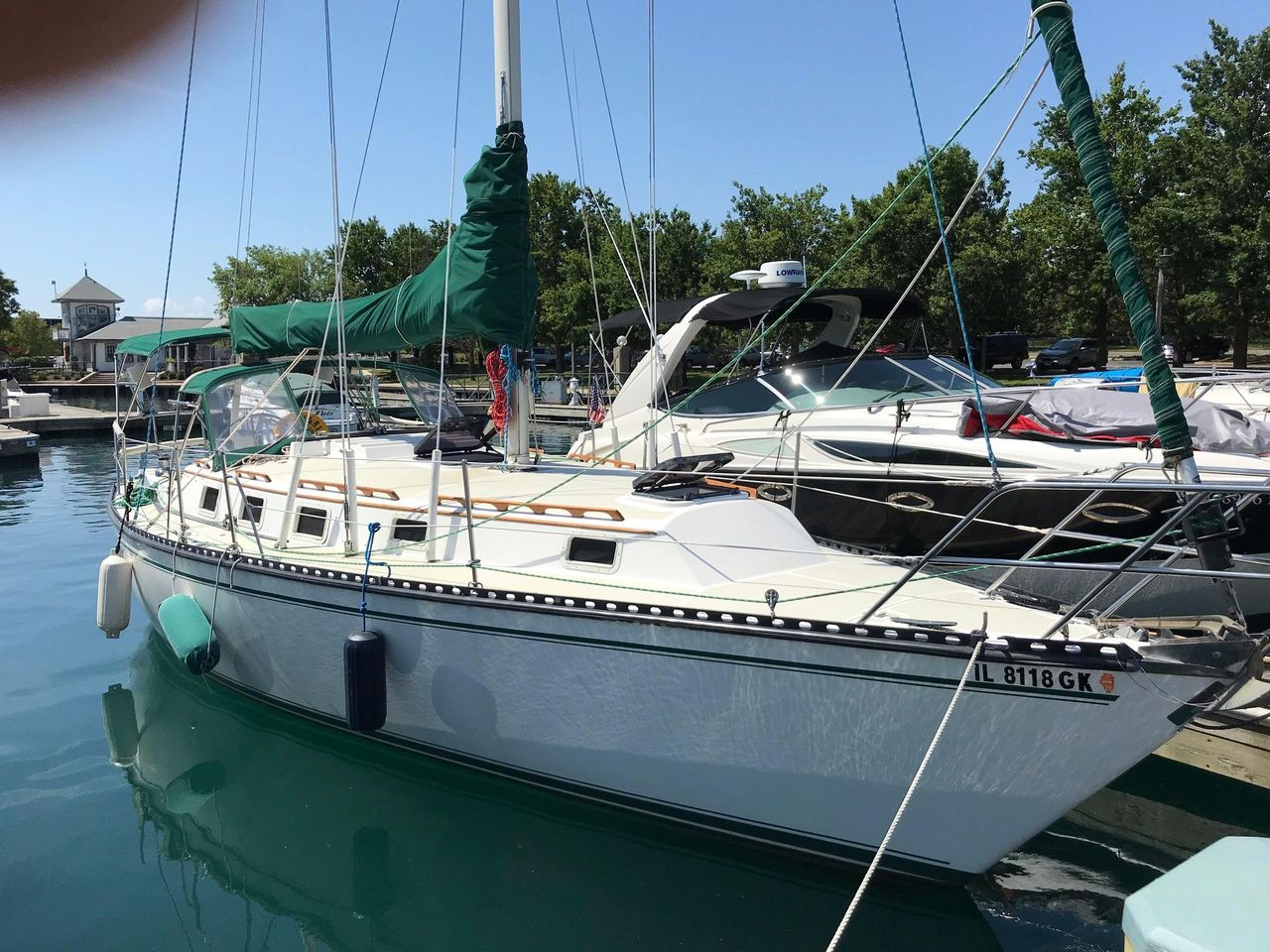 1983 Used Endeavour 33 Racer And Cruiser Sailboat For Sale