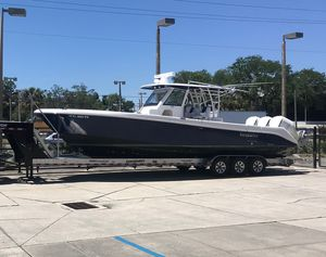 Used Everglades 355T Center Console Fishing Boat For Sale