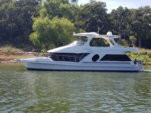 Used Bluewater Yachts 5200 Sports Cruiser Boat For Sale