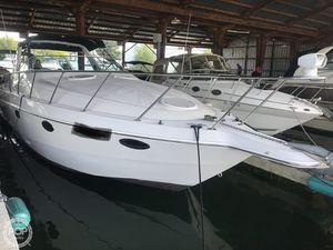 Used Chris-Craft Crowne 302 Express Cruiser Boat For Sale