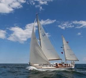 Used Hinckley Bermuda 40 Racer and Cruiser Sailboat For Sale