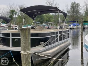 Used Crest II SLR Pontoon Boat For Sale