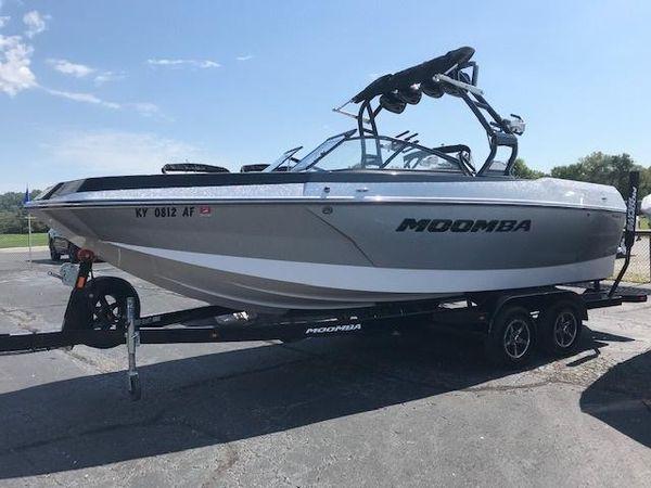 Used Moomba MaxMax Ski and Wakeboard Boat For Sale
