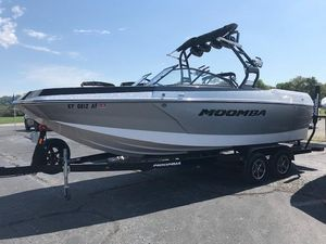 Used Moomba MaxMax Ski and Wakeboard Boat For Sale