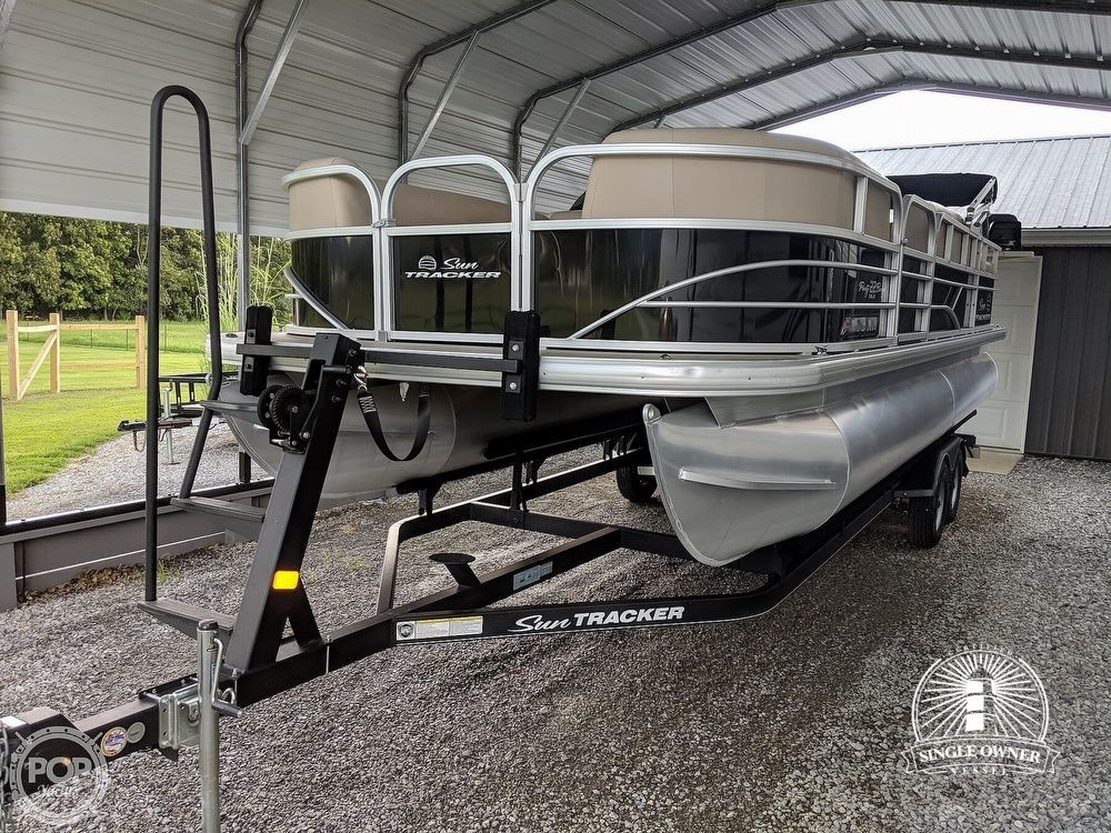 2017 Used Sun Tracker Party Barge 22 Dlx Pontoon Boat For