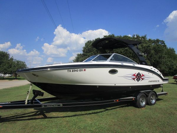Used Chaparral 264 EXTREME BLACK/WHITE264 EXTREME BLACK/WHITE Bowrider Boat For Sale