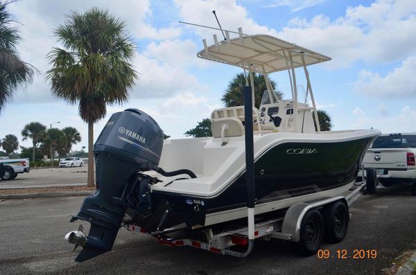 Used Cobia 217 Center Console217 Center Console Saltwater Fishing Boat For Sale