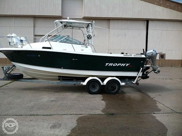 Used Trophy 2352WA Walkaround Fishing Boat For Sale