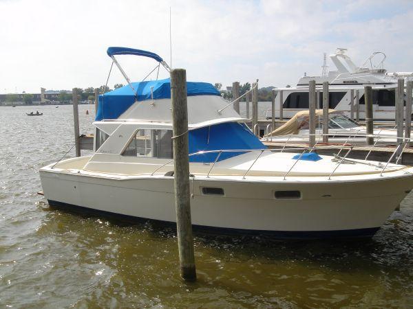 1970 used chris craft 350 commander sport fish convertible for Fishing boats for sale in michigan
