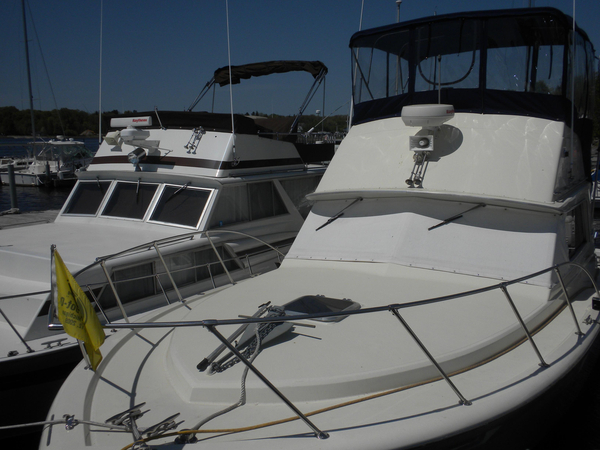 Used Chris Craft Commander Convertible Fishing Boat For Sale