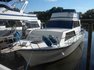 Used Marinette 32 Sedan Flybridge Boat For Sale
