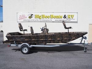New Lowe Roughneck 1860 Tunnel JetRoughneck 1860 Tunnel Jet Bass Boat For Sale