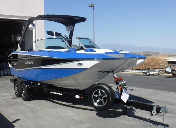 Used Mb TOMCATTOMCAT Ski and Wakeboard Boat For Sale